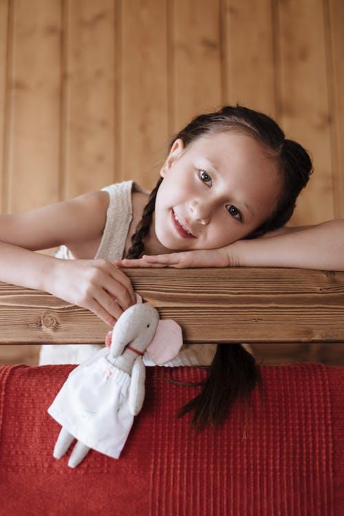 Gratis stockfoto met balustrade, bed, glimlachen