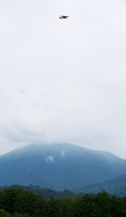 Green Mountain Under White Clouds