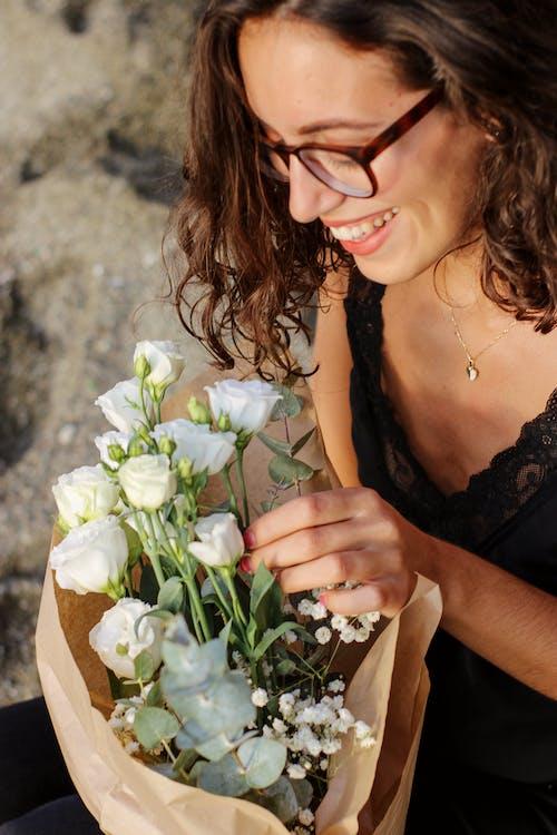 こぼれるような笑顔, ハイアングル, バラの無料の写真素材