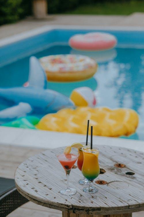 Fotobanka sbezplatnými fotkami na tému baviť sa, bazén, bikiny