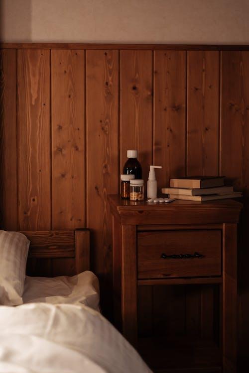 Foto profissional grátis de cabeceira, cama, comprimidos