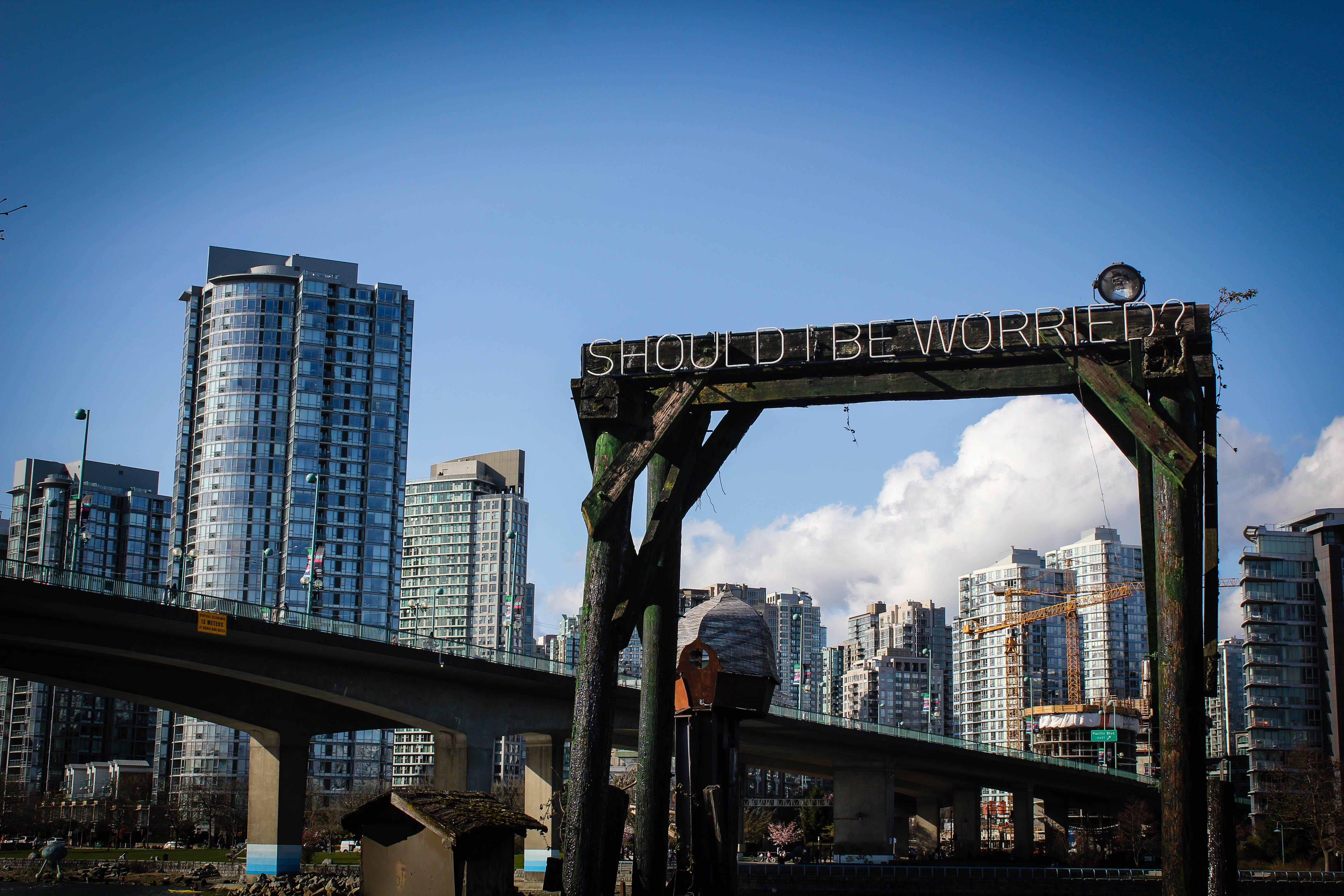 Kostnadsfri bild av arkitektur, blå himmel, bro, byggnader