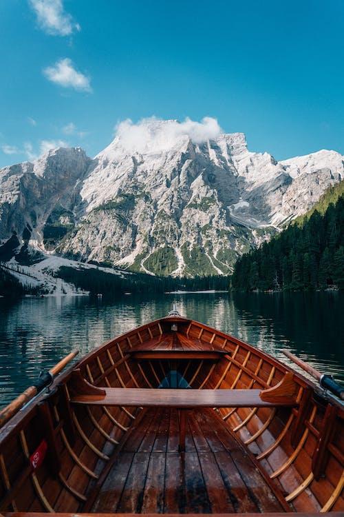 Δωρεάν στοκ φωτογραφιών με ακραίο έδαφος, βάρκα, βουνά