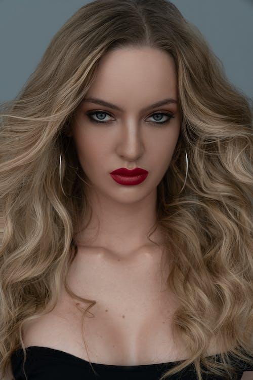 dalgalı saç, güzel kadın, insan yüzü içeren Ücretsiz stok fotoğraf