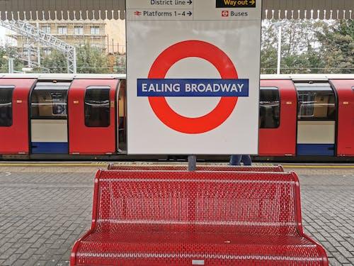ealing broadway i̇stasyonu, londra, birleşik krallık içeren Ücretsiz stok fotoğraf