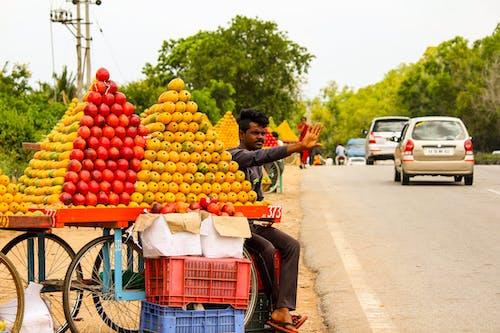 Fotobanka sbezplatnými fotkami na tému mango, ovocie, pouličný trh, predavač