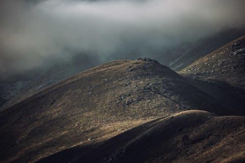 açık hava, akşam, dağ içeren Ücretsiz stok fotoğraf