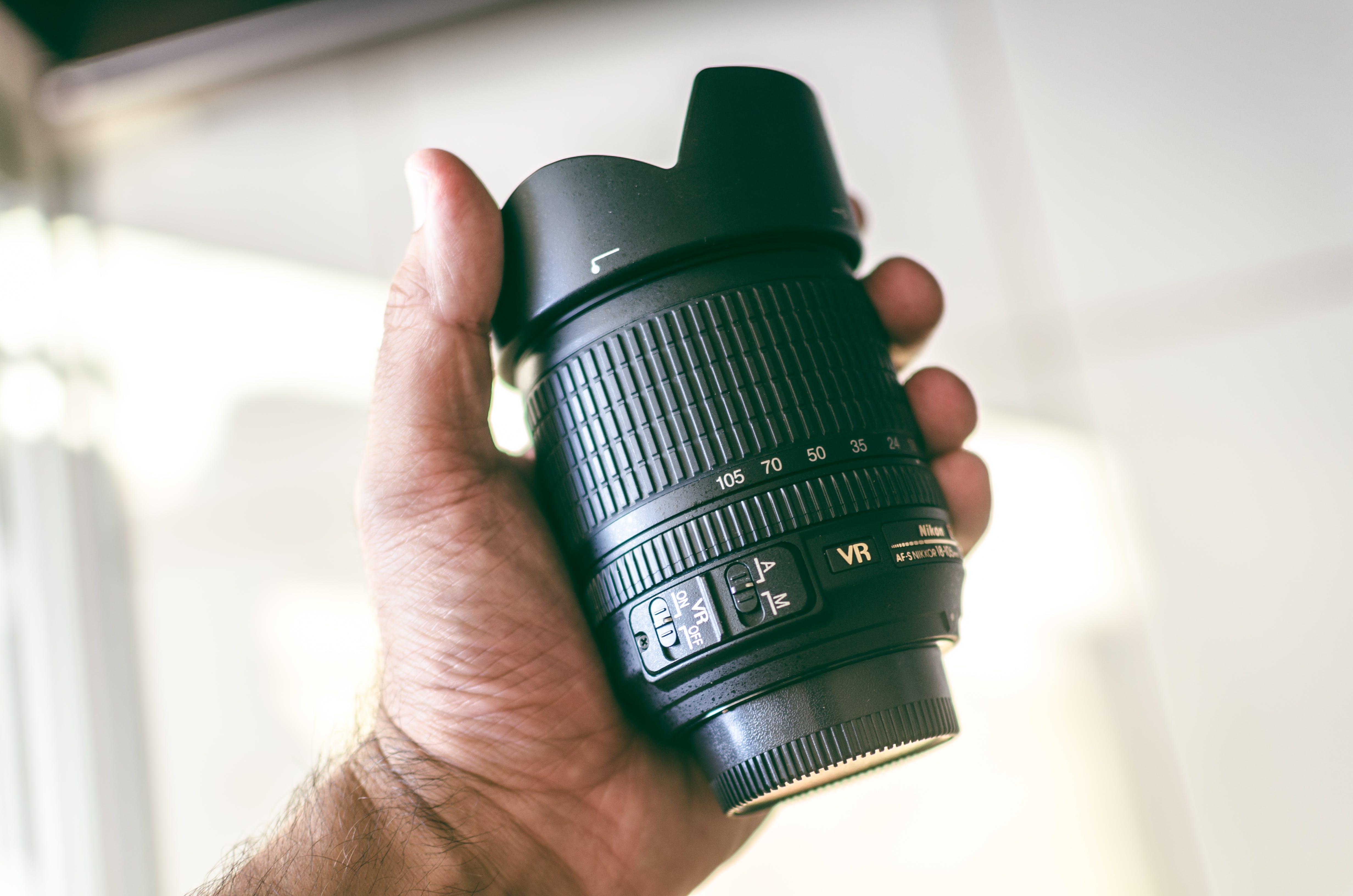 カメラ, カメラレンズ, ニコン, ハンドの無料の写真素材