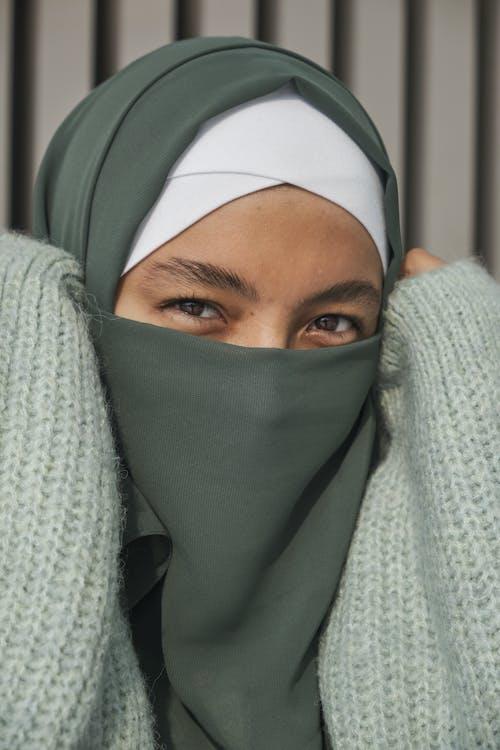 Darmowe zdjęcie z galerii z codzienne ubrania, dorosły, hidżab