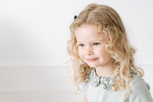 Foto profissional grátis de 3x4. foto 3x4, cabelo cacheado, cabelo loiro