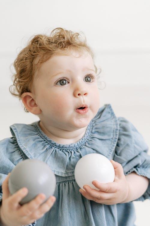 Foto profissional grátis de boca aberta, bolas, bonitinho