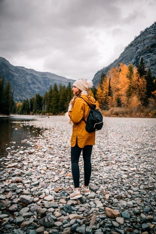 Δωρεάν στοκ φωτογραφιών με βουνό, βράχια, γυναίκα