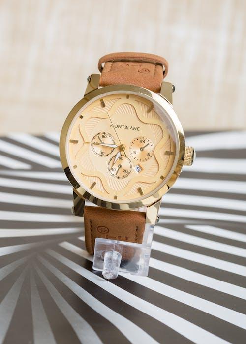 Gratis arkivbilde med armbåndsur, dyr, hendene på en klokke
