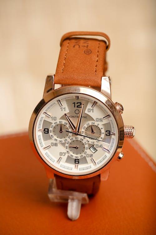 Gratis arkivbilde med armbåndsur, brun, for menn