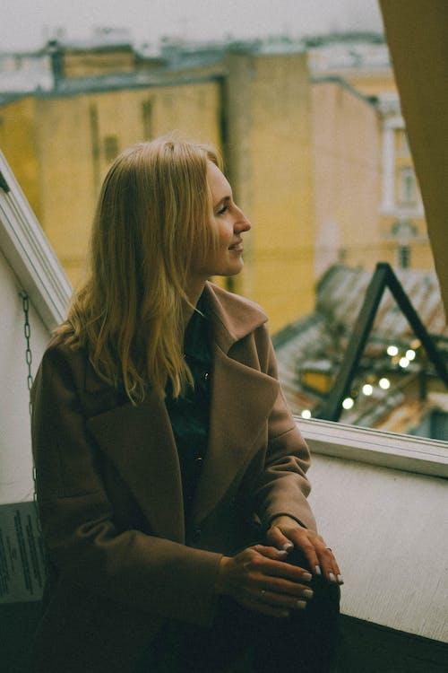 Základová fotografie zdarma na téma blond, blond vlasy, kabát