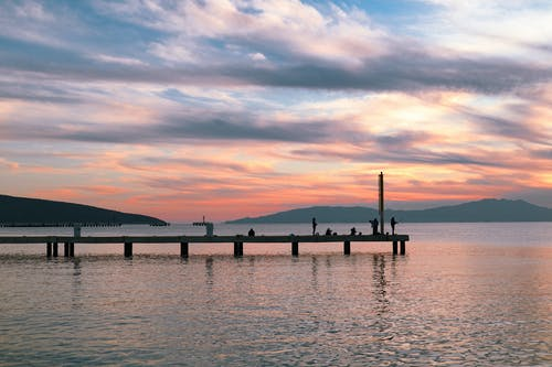 Δωρεάν στοκ φωτογραφιών με αλιεία, αποβάθρα, βουνό