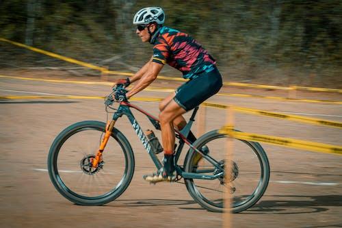 bicicleta demontaña, ciclismo demontaña, mtbレースの無料の写真素材