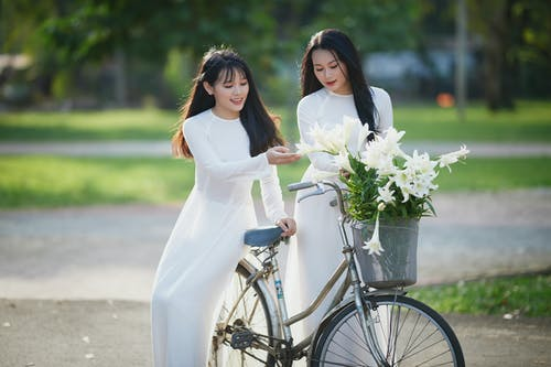 Foto d'estoc gratuïta de a l'aire lliure, adult, bici