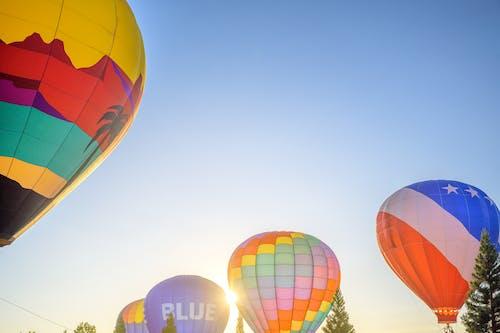 Darmowe zdjęcie z galerii z balon, balon na gorące powietrze, błękitne niebo