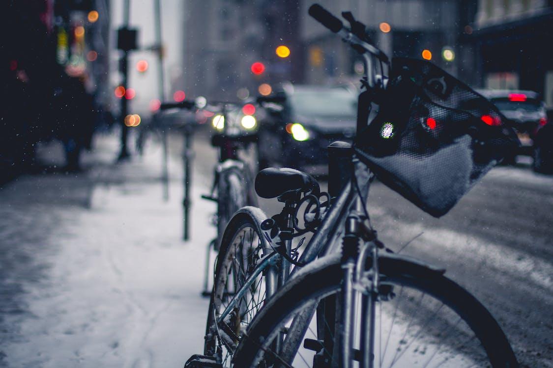 autoturisme, bicicletă, caldarâm