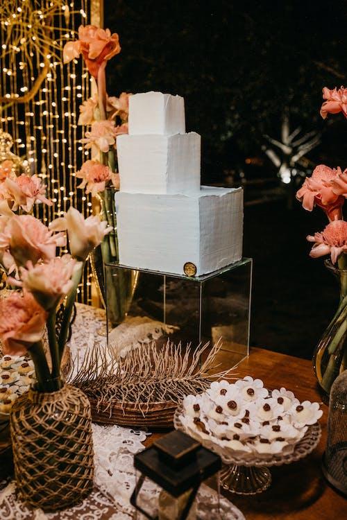 Photos gratuites de à l'intérieur, bouquet, cake