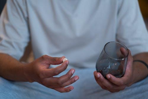 Immagine gratuita di bicchiere, cura, farmaci