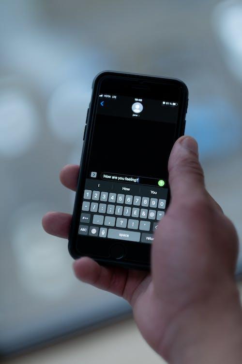Immagine gratuita di contatto, dispositivo, mani mani umane