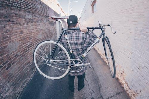 Foto profissional grátis de bicicleta, carregar, ciclista, homem