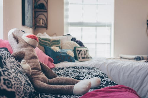 apartman, doldurulmuş oyuncak, oda, pelüş oyuncak içeren Ücretsiz stok fotoğraf