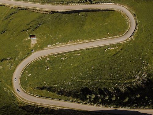 Foto profissional grátis de ao ar livre, curva, diretamente acima