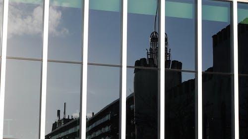 窓の反射の無料の写真素材