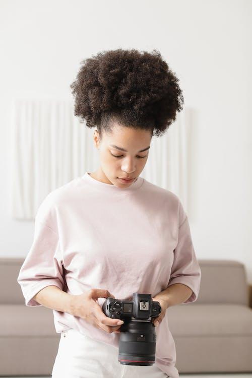 Kostnadsfri bild av arbetssätt, elegant, fotograf