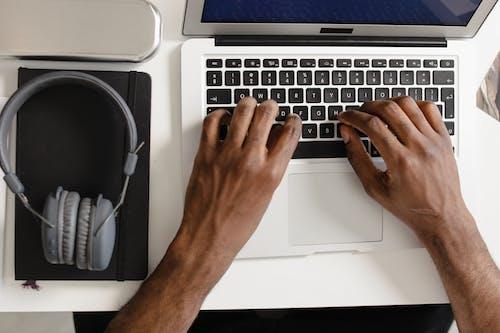 Kostnadsfri bild av äpple mac, bärbar, bärbar dator