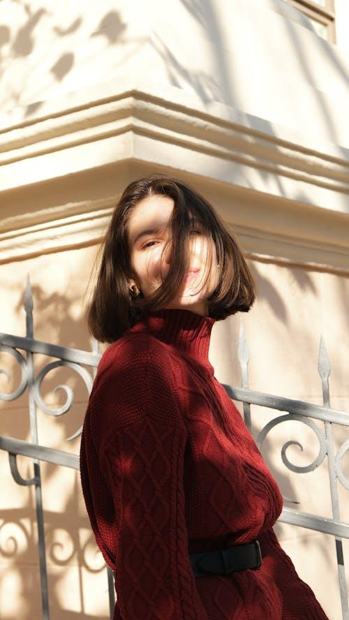 アダルト, カメラ目線, セーターの無料の写真素材