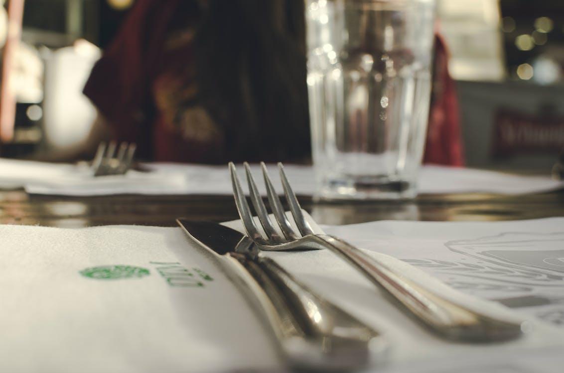 apparecchiatura della tabella, argenteria, articoli per la tavola