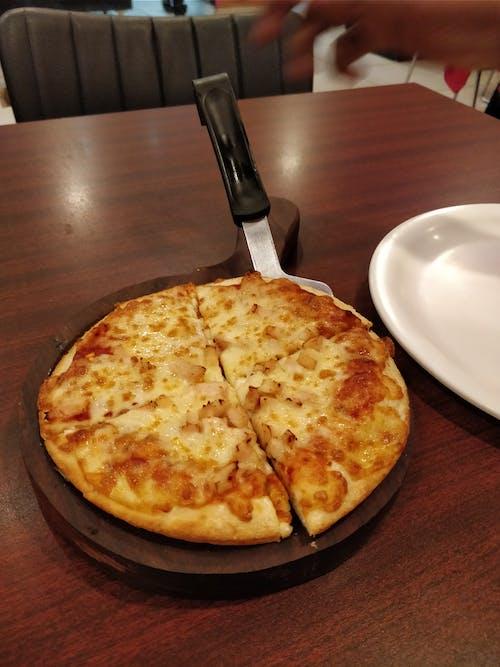 Fotobanka sbezplatnými fotkami na tému kuracia pizza, kuracie jedlá, pizza, syr