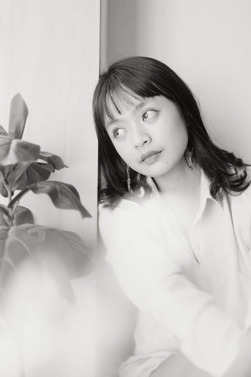 Foto d'estoc gratuïta de adult, blanc i negre, cabells llargs