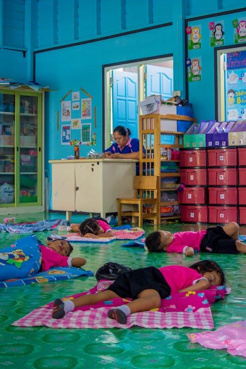 Foto d'estoc gratuïta de adormit, classe de son, classe escolar, colorfull