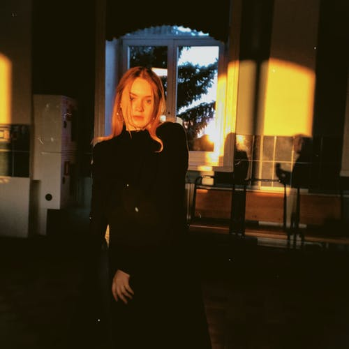 女人, 室內, 成人 的 免費圖庫相片