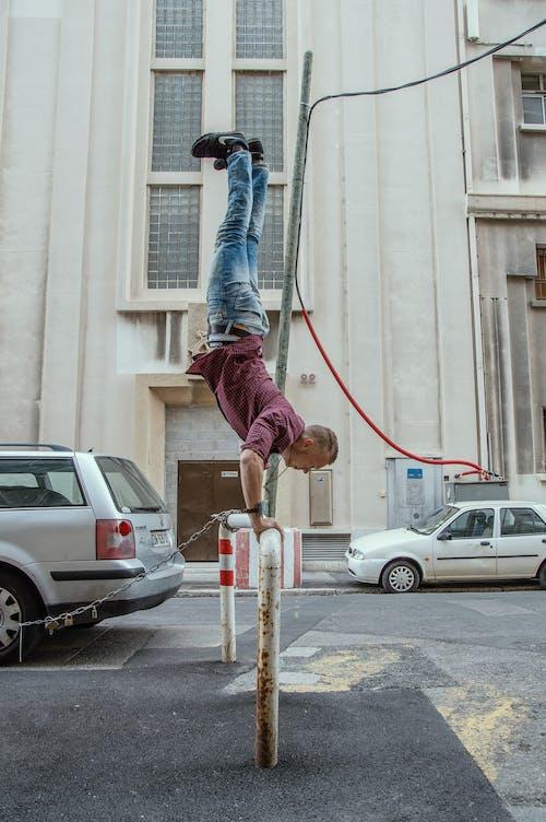 Foto d'estoc gratuïta de atleta, carrers, ciutat, comercialització de continguts