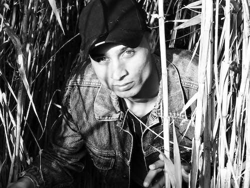 Ingyenes stockfotó álló kép, fa, Farmer, fekete-fehér témában