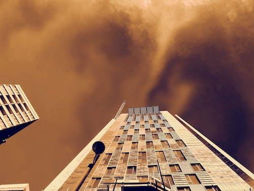 açık, bakış açısı, binalar, bulutlar içeren Ücretsiz stok fotoğraf