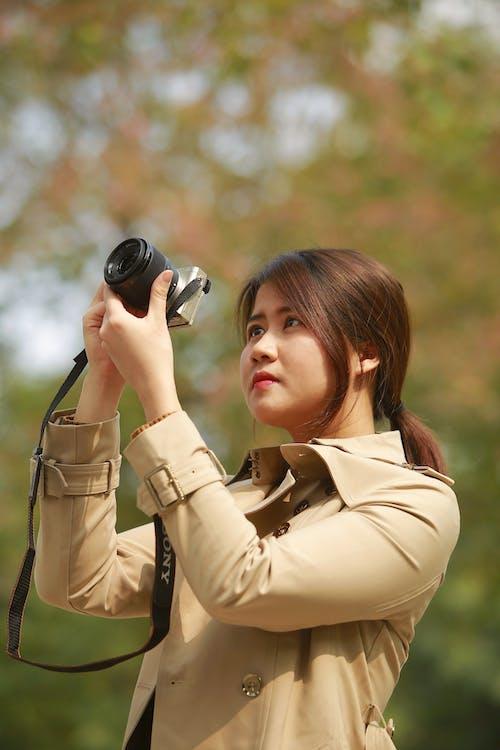 Gratis arkivbilde med brunt hår, fotograf, fotografering