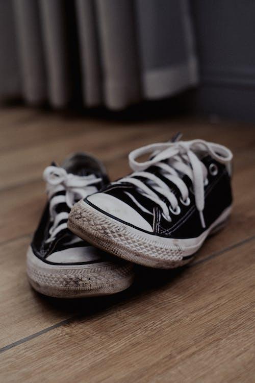 Foto profissional grátis de andar, andares, calçado