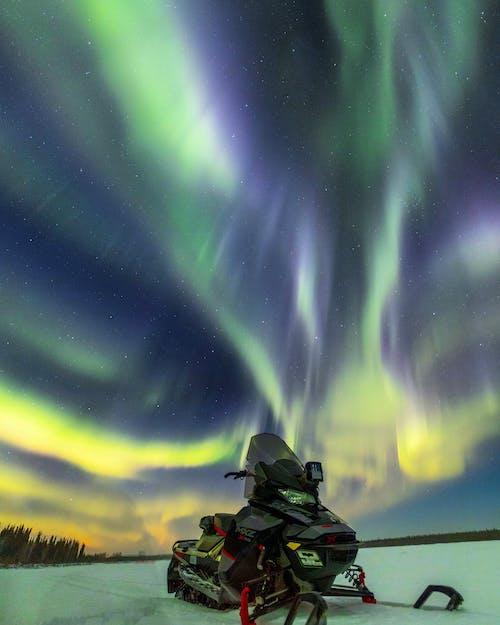 açık hava, arazi üzerinde ufuk, Aurora borealis içeren Ücretsiz stok fotoğraf