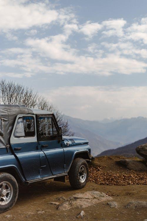 Fotobanka sbezplatnými fotkami na tému 4x4, auto, cestný výlet