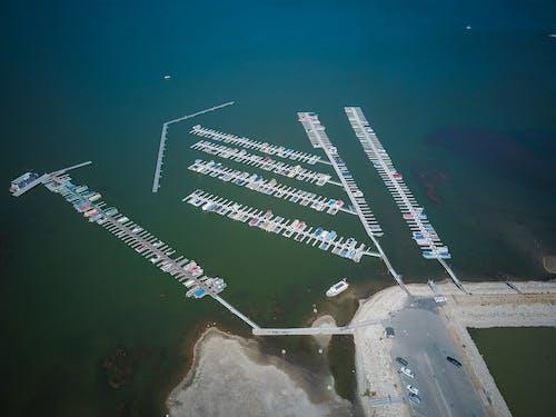 Gratis lagerfoto af arkitektur, båd, bakker