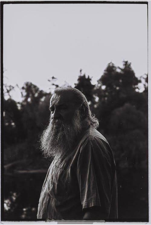 Ingyenes stockfotó álló kép, egy ember, fekete-fehér témában