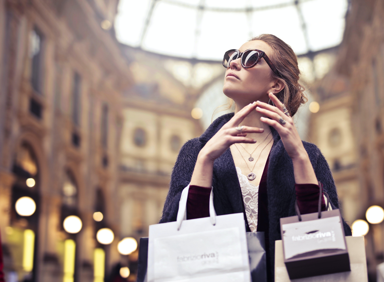 Fotos de stock gratuitas de belleza, bolsas de compra, bolsas de papel, bonita