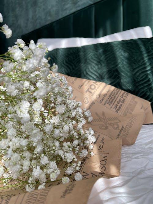Foto stok gratis bantal, buket, bunga-bunga